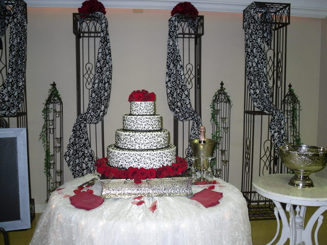 Garden District Cake Station SETX Caterer Wedding Venue