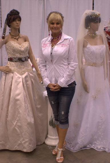 Southeast texas brides customize everything with av custom for Wedding dresses beaumont tx