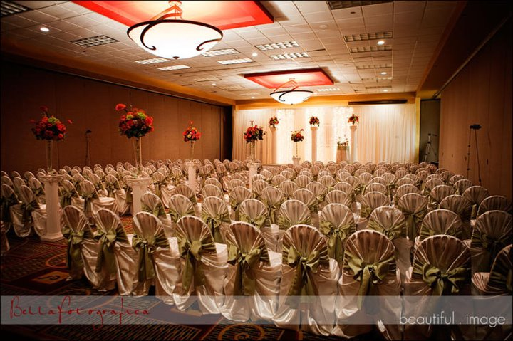 Holiday Inn Beaumont wedding ceremony idea