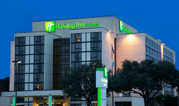 Holiday Inn Beaumont wedding hotel location